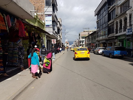 Recorre Riobamba para alimentar a sus hijos. https://laprensa.com.ec