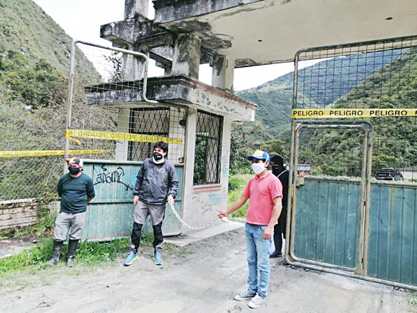 """Complejo """"Ojo del Fantasma"""" Cerrado por aglomeración de gente. https://laprensa.com.ec"""