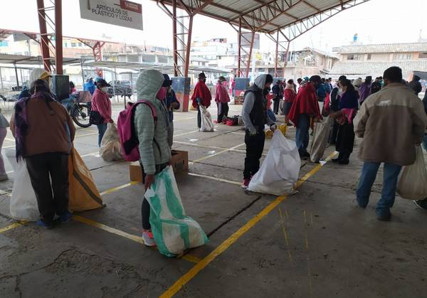 "90 espacios para ubicar a los comerciantes informales del mercado ""La Esperanza"". https://laprensa.com.ec"