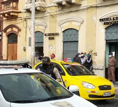 Asalto a mano armada en el centro de Riobamba: se llevaron USD 6.500. https://laprensa.com.ec