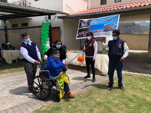 """Adulto Mayor: Gran celebración en el Gerontológico """"Virgen de Agua Santa"""", de Chunchi. https://laprensa.com.ec"""