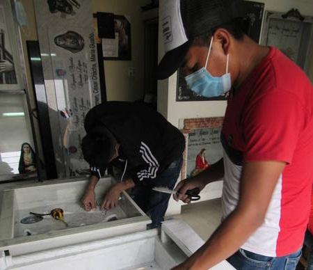 Testimonios Riobamba: 17 años haciendo lápidas. https://laprensa.com.ec