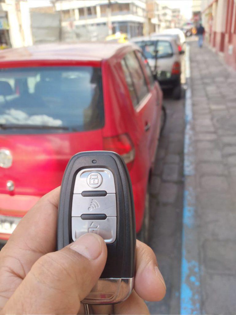 Nuevo modo de robar autos en Riobamba