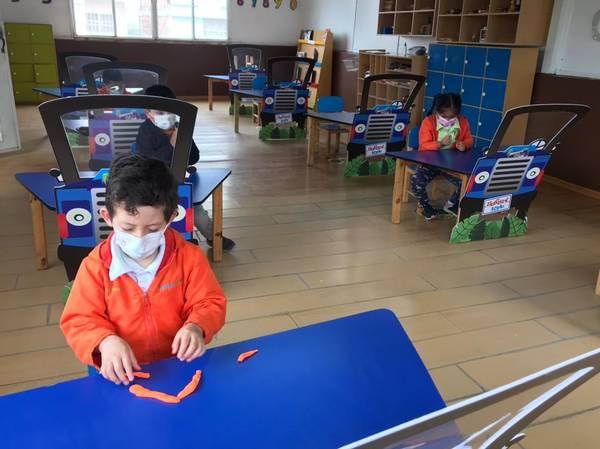 Niños y niñas regresan a clases en Riobamba