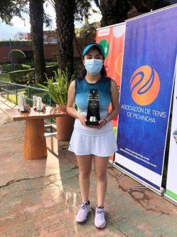 Riobambeña gana Campeonato de Tennis
